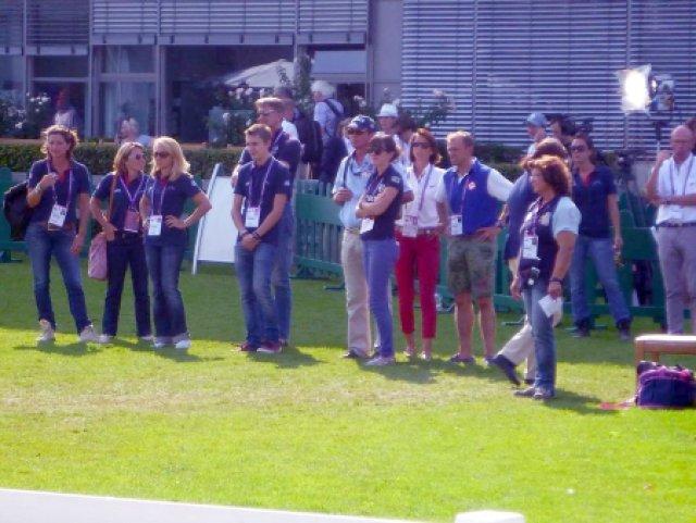 Beim Abreiten: Jeder Reiter wurde vom ganzen Team unterstützt