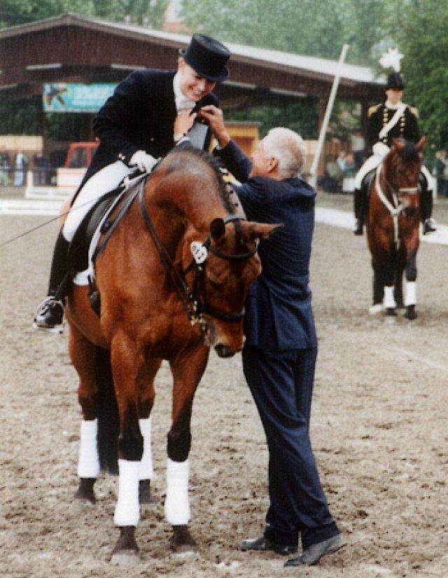 """Remise du """"Goldenes Reitabzeichen"""" à Waiblingen en 2001"""