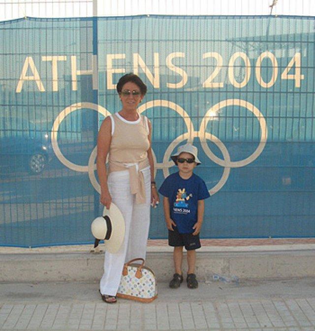 Le soutien de la famille : maman et Maxim à Athènes